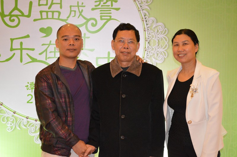 文化传播网领导与中国法制报社老站长合影