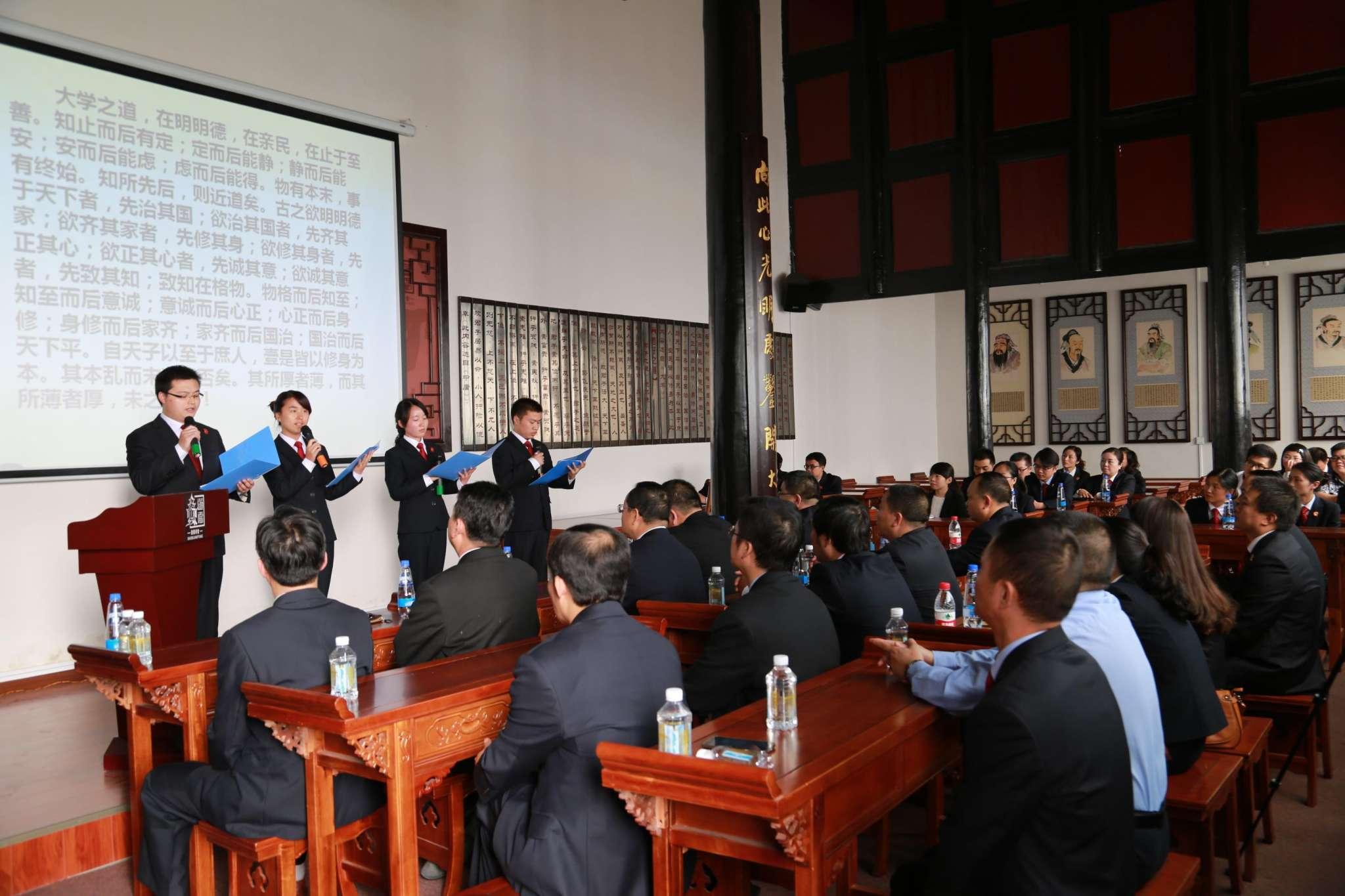 贵州省桐梓法院亮起了中国法治正义之剑,宣扬传承中国的法治廉政文化